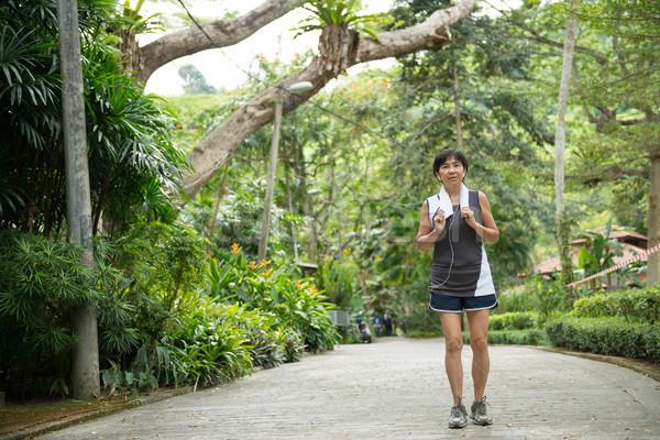 мнение старший женщину бег парка Сток-фото © kenishirotie