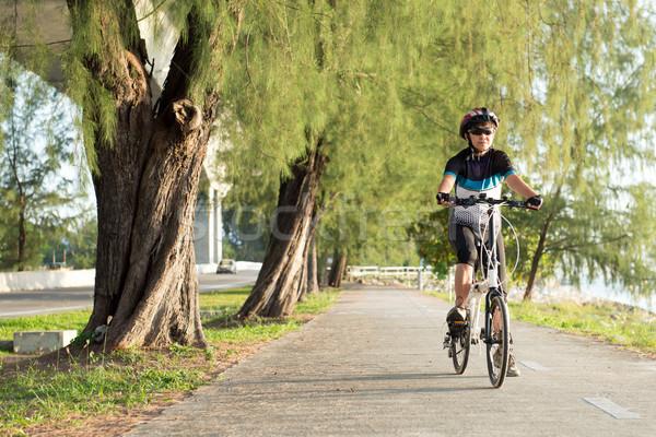 Senior asian Frau Reiten Fahrrad freudige Stock foto © kenishirotie