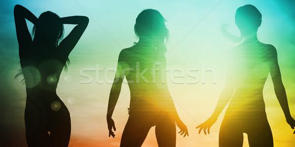 Strand zonsondergang silhouet genieten zon vrouw Stockfoto © kentoh