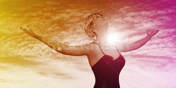 Gondtalan nő mosolyog kint karok nyújtott égbolt Stock fotó © kentoh