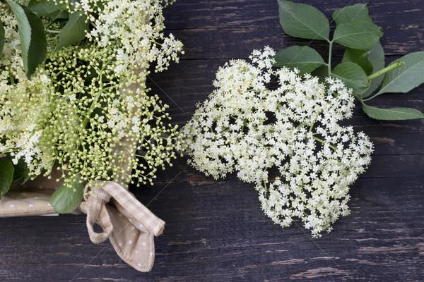 Kwiat koszyka drewniany stół zielone Zdjęcia stock © Kidza