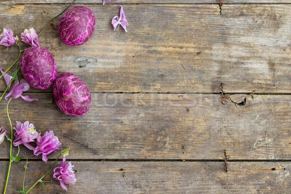 Paskalya yumurtası ahşap masa dekore edilmiş Paskalya çiçek el Stok fotoğraf © Kidza