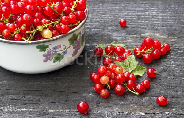 Czerwony porzeczka jagody świeże puchar ciemne Zdjęcia stock © Kidza