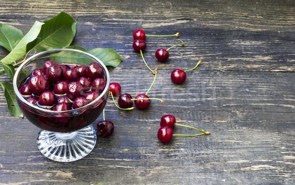 Szkła wiśniowe domowej roboty jagody tle jedzenie Zdjęcia stock © Kidza