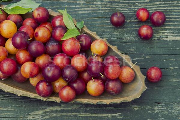 Rood pruim heerlijk pruimen houten tafel Stockfoto © Kidza