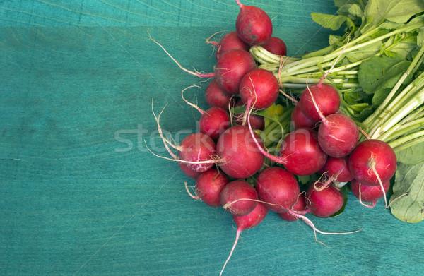 Friss piros retek köteg organikus fa asztal Stock fotó © Kidza