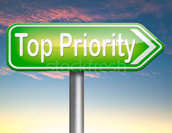 Foto stock: Topo · prioridade · importante · alto · urgência · informações