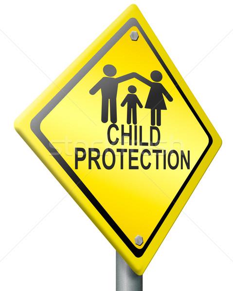 ребенка защиту безопасной счастливая семья домой Сток-фото © kikkerdirk