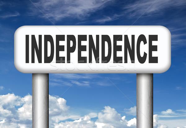Jelzőtábla független élet élet siker szabadság Stock fotó © kikkerdirk