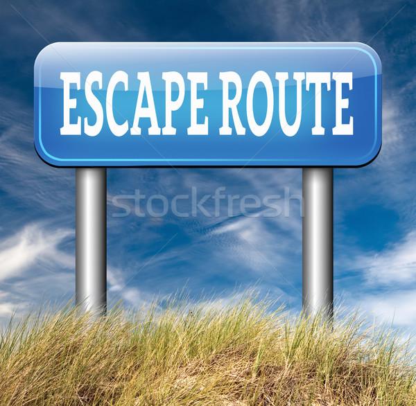 Kaçış rota güvenlik yol işareti uzak güvenlik Stok fotoğraf © kikkerdirk