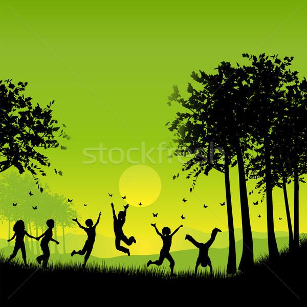 Kinderen spelen silhouetten buiten boom vlinder Stockfoto © kjpargeter