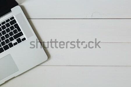 Portable blanche bois bureau clavier d'ordinateur portable Photo stock © kkolosov