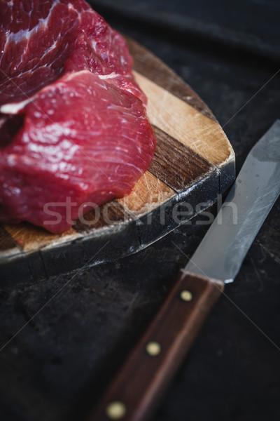 Fraîches viande boeuf sombre planche à découper cuisine Photo stock © kkolosov