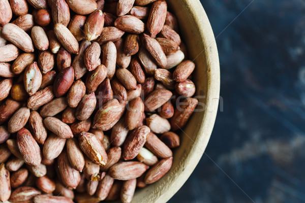 Cacahuètes bois bol sombre haut Photo stock © kkolosov