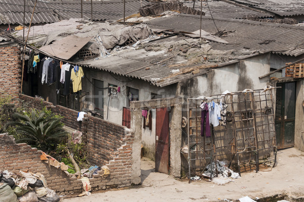 Pauvres logement central buanderie vent à l'extérieur Photo stock © Klodien