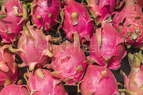 Monte rosa dragão frutas foco exibir Foto stock © Klodien