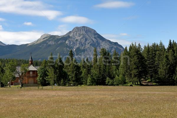 Peu rouge bois église forêt paisible Photo stock © Klodien