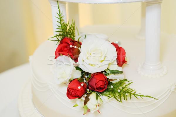 Virágmintás dekoráció torta esküvői torta piros fehér Stock fotó © KMWPhotography