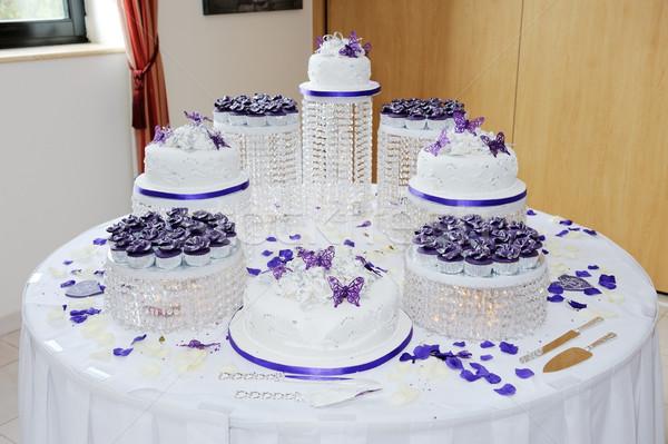 Nagy esküvői torta hatalmas esküvő fehér lila Stock fotó © KMWPhotography