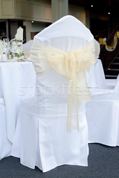 Stoel dekken bruiloft witte goud Stockfoto © KMWPhotography