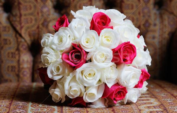 Foto stock: Novias · rosas · rojo · blanco · boda · día