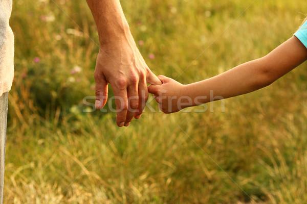 Ebeveyn el çocuk küçük aile yeşil Stok fotoğraf © koca777