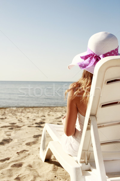 Foto stock: Nina · sombrero · cubierta · silla · playa · agua