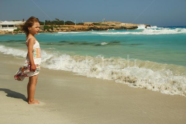 Küçük çocuk oynama plaj kız sevmek Stok fotoğraf © koca777