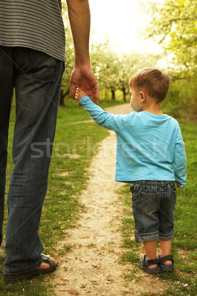 Rodziców strony mały dziecko bezpieczeństwa zielone Zdjęcia stock © koca777
