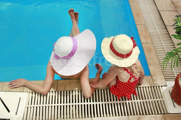 Petite fille chapeau mère piscine fille soleil Photo stock © koca777
