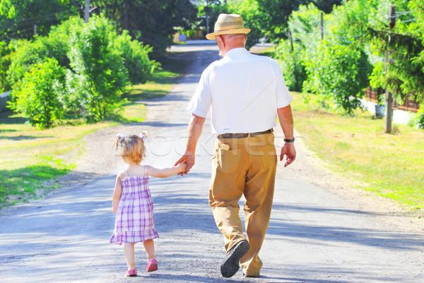 Dziadek wnuczka drogowego dziewczyna szczęśliwy dziecko Zdjęcia stock © koca777