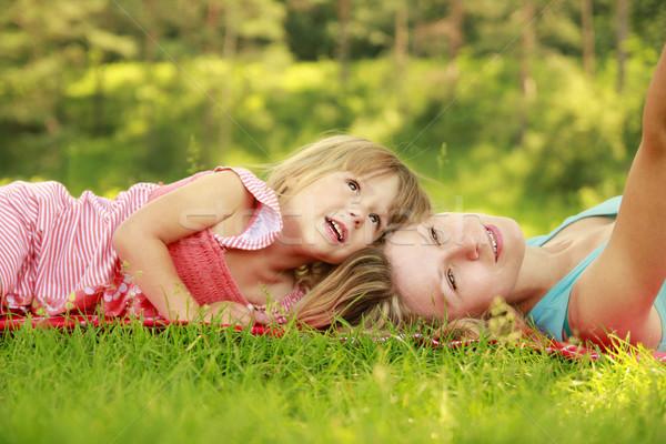 Foto stock: Mamá · pequeño · hija · mentir · hierba · mujer