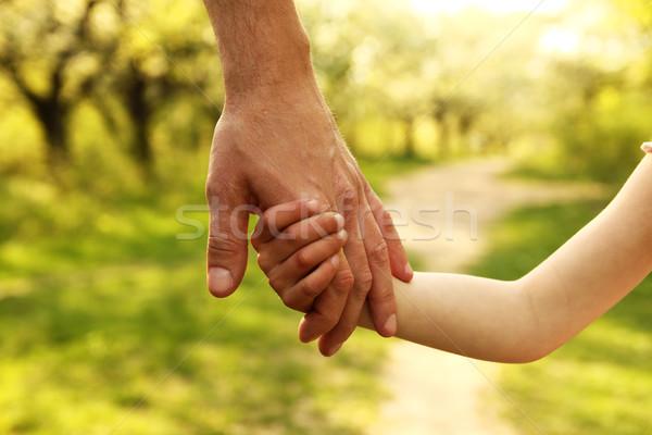 Ebeveyn el küçük çocuk aile yeşil Stok fotoğraf © koca777