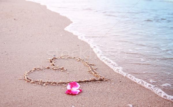 Corazón arena playa agua mar belleza Foto stock © koca777