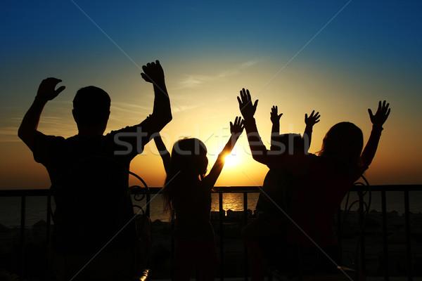 Silhouette famille heureuse mer plage eau famille Photo stock © koca777