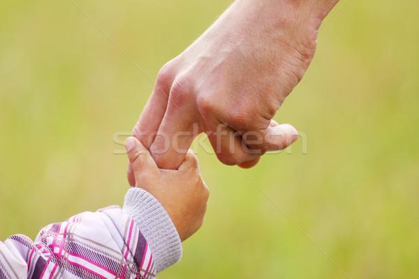 Padres mano pequeño nino familia seguridad Foto stock © koca777