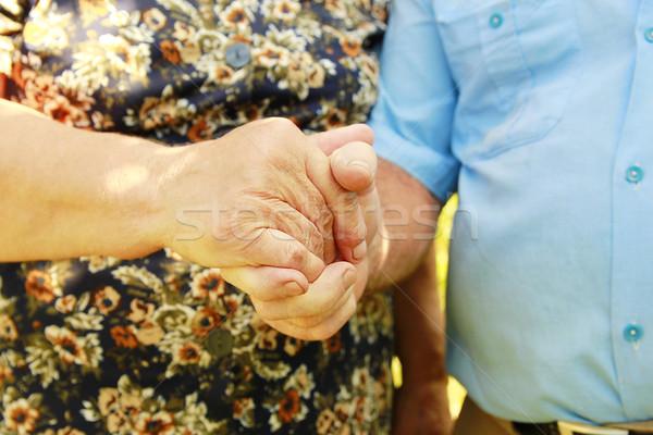 Deux mains âgées couple homme aider Photo stock © koca777