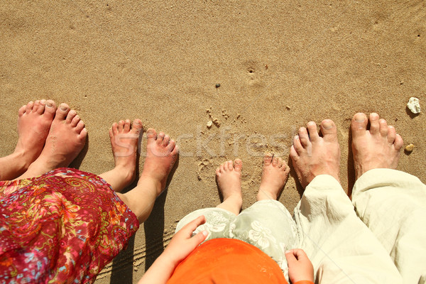 Famille pieds sable plage famille heureuse femme Photo stock © koca777