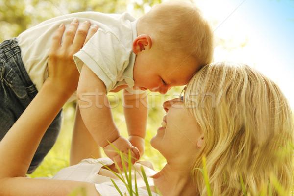 Pequeño nino madre naturaleza manos ninos Foto stock © koca777