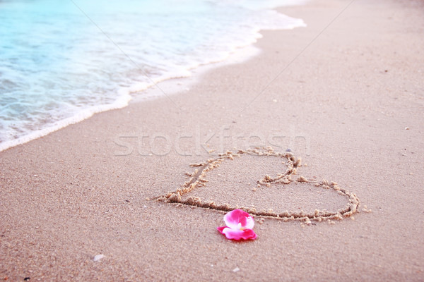 Kalp kum plaj su deniz güzellik Stok fotoğraf © koca777