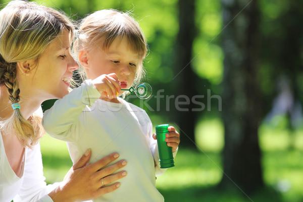 Meisje zeepbel moeder meisje baby kinderen Stockfoto © koca777