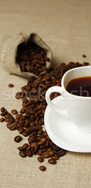Caneca de café grãos de café café fumar secretária preto Foto stock © koca777