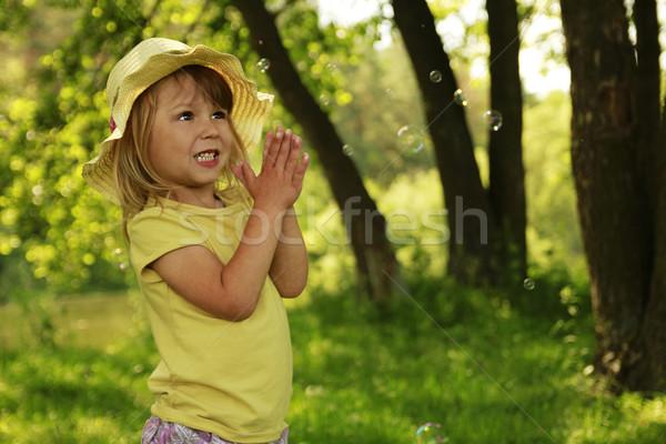 Nina pompas de jabón mujer nina primavera bebé Foto stock © koca777