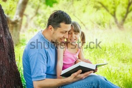 Foto stock: Jóvenes · padre · pequeño · hija · Biblia · ninos