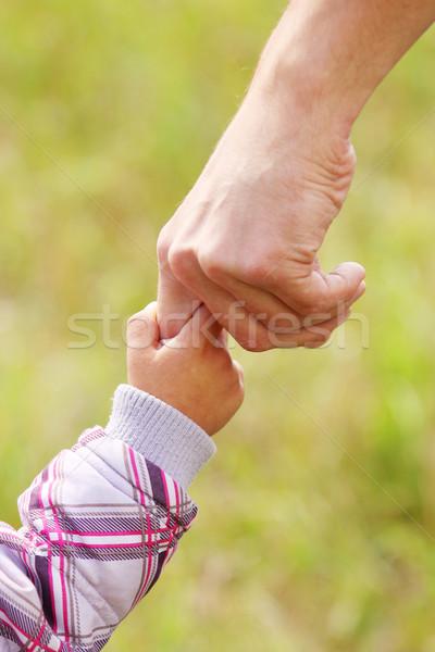 Pai ou mãe mão pequeno criança família segurança Foto stock © koca777