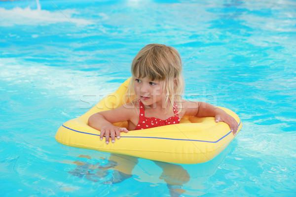 Fille piscine cercle eau enfants soleil Photo stock © koca777
