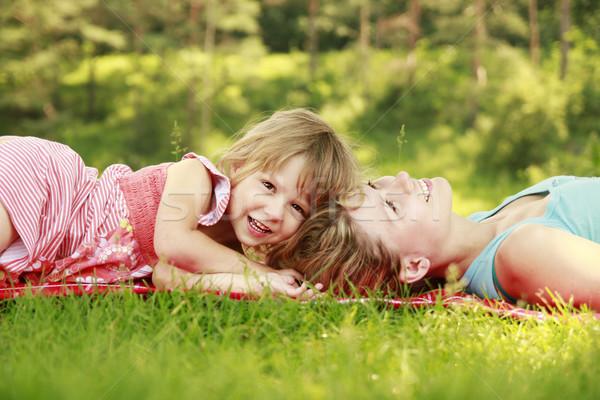 Mama mały córka kłamać trawy niebo Zdjęcia stock © koca777