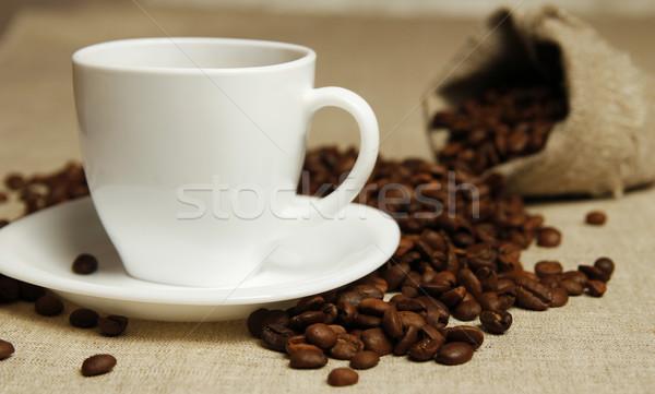 Tasse de café grains de café café fumée bureau noir Photo stock © koca777