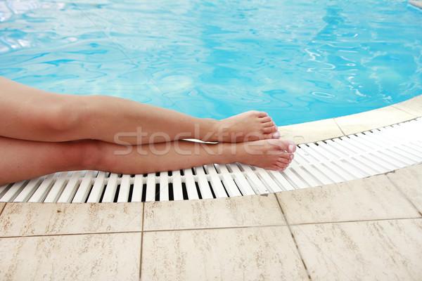 Femenino piernas agua piscina mujer hombre Foto stock © koca777