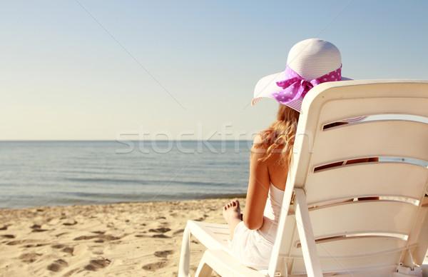 Mädchen hat Deck Stuhl Strand Wasser Stock foto © koca777